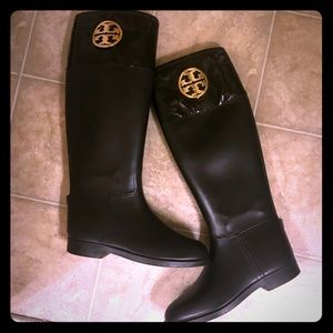 Tory Burch shiny black logo rainboots -sz 8